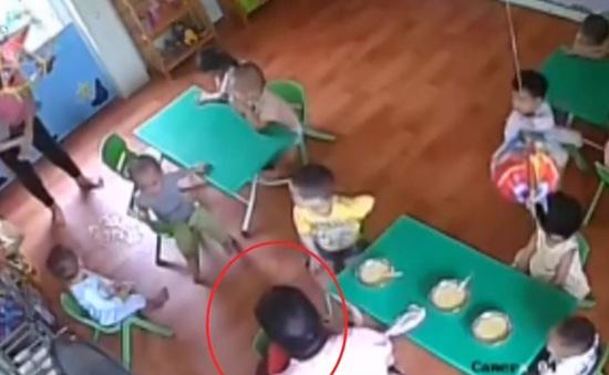 Sở GD&ĐT Hà Nội yêu cầu làm rõ vụ cô giáo đánh bé 17 tháng tuổi