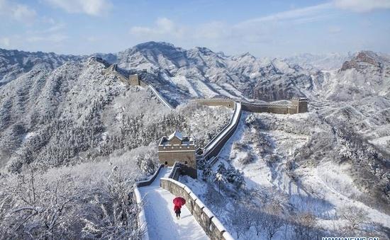 Tuyết đầu mùa phủ trắng xóa Vạn Lý Trường Thành
