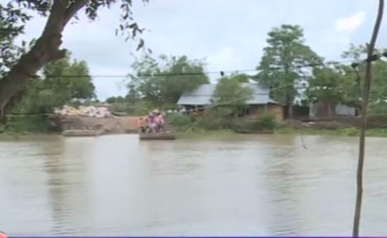 """Tây Ninh: Nguy hiểm rình rập từ những bến đò """"3 không"""""""