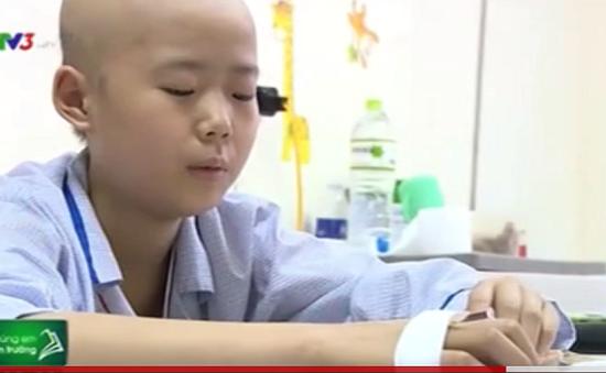 Xúc động em nhỏ bị ung thư máu vẫn đạt học sinh tiên tiến