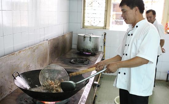 Cận Tết, bếp ăn tại TT Huấn luyện Thể thao QG HàNội vẫn đỏ lửa