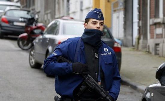 Một phần tử vũ trang tấn công doanh trại quân đội tại Bỉ