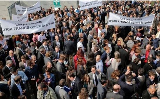 Hàng nghìn người biểu tình sau quyết định Air France cắt giảm việc làm