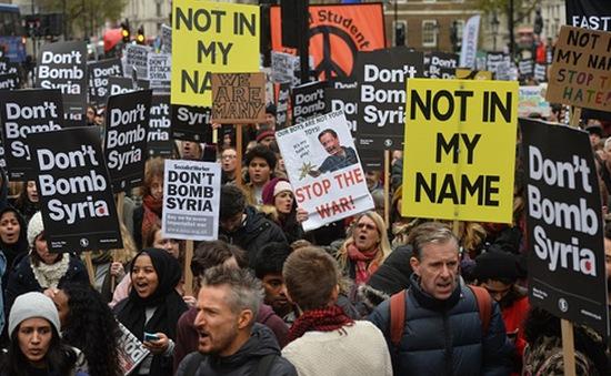 Người dân Anh phản đối kế hoạch không kích IS tại Syria