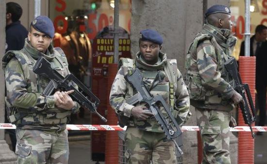 Quân đội Pháp tăng cường tuyển mộ binh sĩ
