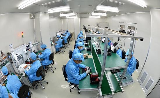 Cận cảnh nhà máy sản xuất điện thoại Bphone