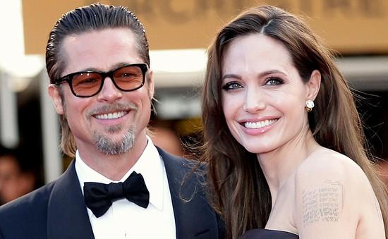 Angelina Jolie và Brad Pitt đã kết hôn trước đám cưới ở Pháp