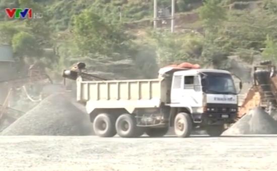 Đà Nẵng: Bụi đá bủa vây nhà dân do khai thác khoáng sản