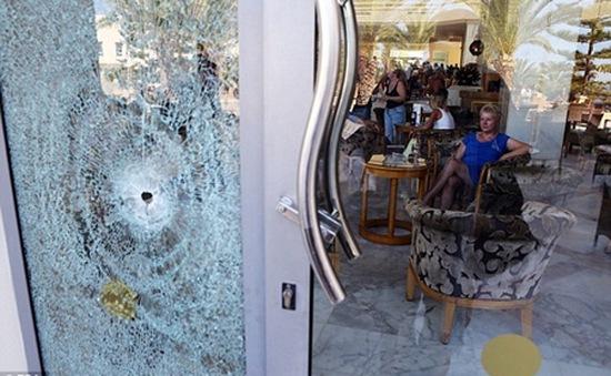 Người Anh lo sợ sau vụ khủng bố đẫm máu ở Tunisia