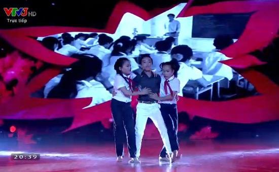 Bước nhảy hoàn vũ nhí: Đoan Trang nghẹn ngào rơi nước mắt vì thí sinh