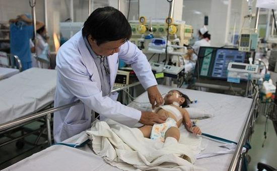 Quá tải tại các bệnh viện nhi ở TP.HCM