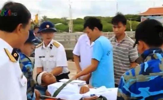 Cấp cứu ngư dân gặp nạn trên Quần đảo Trường Sa