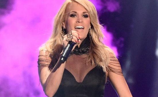CMT Awards 2015: Carrie Underwood vượt mặt vợ HLV The Voice