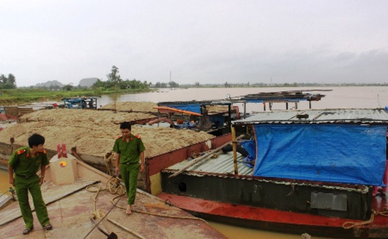 Khó khăn trong việc ngăn chặn nạn cát tặc vùng giáp ranh Hà Nội