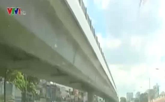 Cầu vượt thép tại TP.HCM lộ nhiều điểm hạn chế
