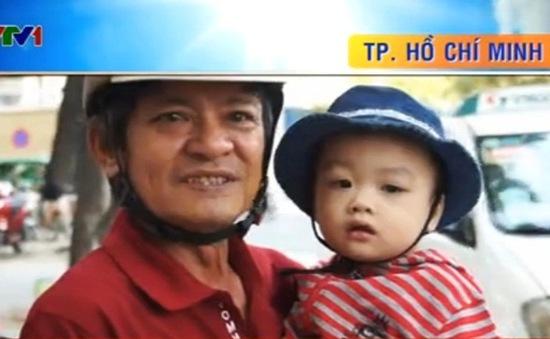 Bé trai bị bỏ rơi trên taxi được trở về gia đình