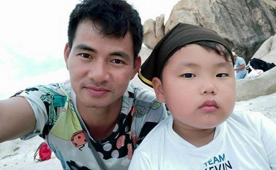 Loạt ảnh bố con sao Việt 'cha nào con nấy'