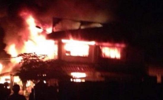 Đăk Nông: Cháy lớn thiêu rụi 14 ki-ốt chợ Đăk Mil