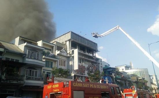 Cháy 13 căn nhà tại khu dân cư trên Đại lộ Võ Văn Kiệt, TP.HCM xuất phát từ chập điện