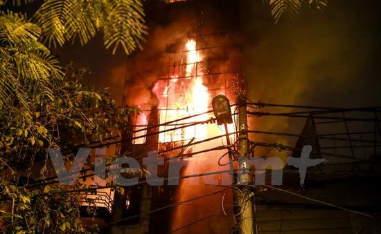 Hà Nội: Cháy lớn thiêu rụi hai căn nhà ở phố Nguyễn Khang