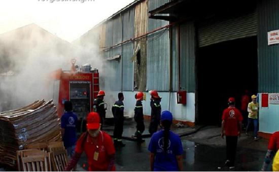 Bình Dương: Cháy lớn ở xưởng gỗ rộng hàng nghìn m2
