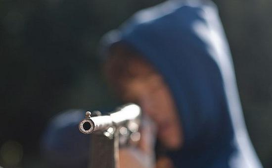 Bé 6 tuổi vô tình dùng súng bắn chết em trai