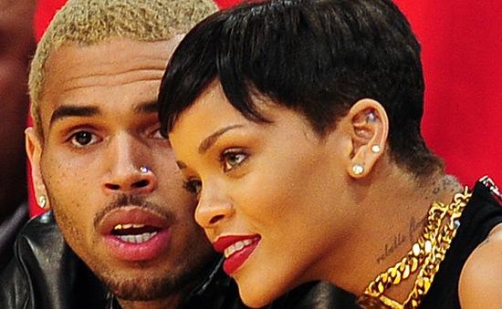 Rihanna quay lại với tình cũ vũ phu?