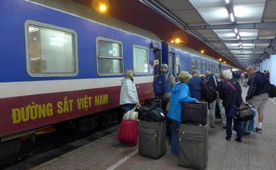 Chuyến tàu cuối cùng của năm vẫn đông khách
