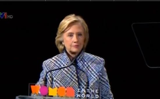 Gia đình Clinton kiếm 25 triệu USD nhờ diễn thuyết