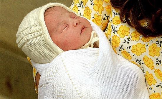 Hoàng gia Anh làm lễ rửa tội cho công chúa Charlotte