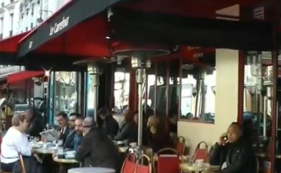 Người dân Pháp dần ổn định cuộc sống sau vụ khủng bố ở Paris