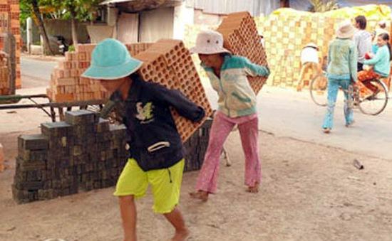 Nhức nhối nạn cưỡng bức lao động trẻ em miền núi