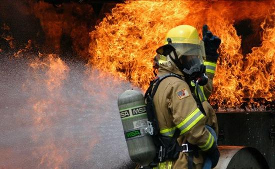 Hỏa hoạn nghiêm trọng gần hải cảng lớn nhất Brazil