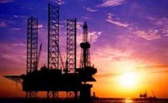 Các sự kiện kinh tế nổi bật năm 2015: Giá dầu thô giảm 60% giá trị