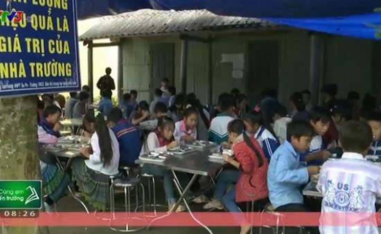 Trường học bán trú nhưng lại thiếu nhà ăn cho học sinh