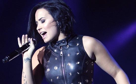 Demi Lovato gây 'bão' với bản cover Hello