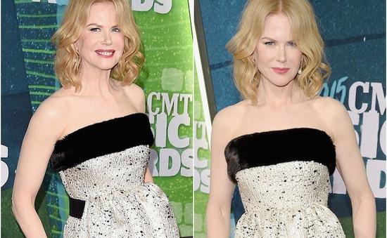 """CMT Awards 2015: Nicole Kidman khoe mặt """"cứng đờ"""" như tượng sáp"""