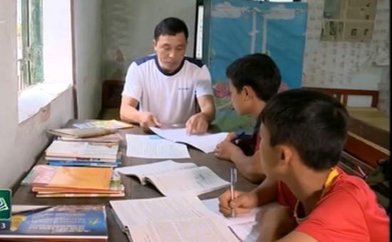 Bộ đội biên phòng nhận nuôi 2 học trò nghèo người Mông