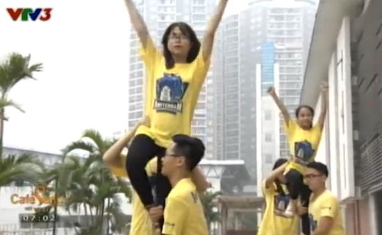 Học sinh trường Amsterdam thích thú chơi cheerleading
