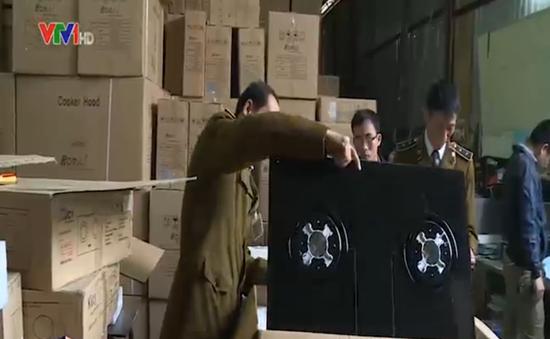 Hà Nội: Bắt hàng nghìn thùng hàng gia dụng nhập lậu