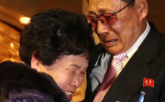 Gia đình ly tán ở hai miền Triều Tiên chỉ được gặp riêng 2 tiếng