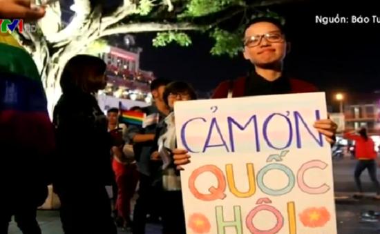Cộng đồng người đồng tính tổ chức ăn mừng