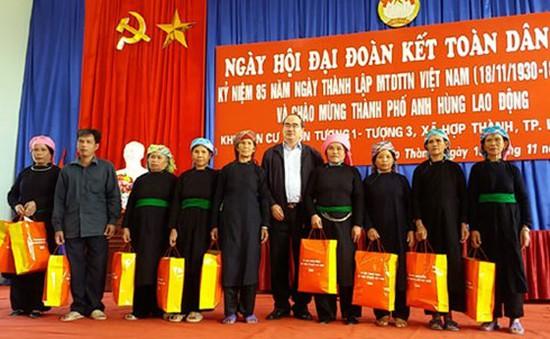 Đồng chí Nguyễn Thiện Nhân dự Ngày hội Đại đoàn kết tại Lào Cai