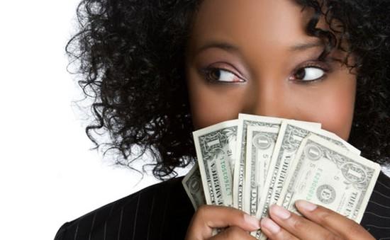 Nữ giới đang bỏ xa phái mạnh về khoản kiếm tiền?