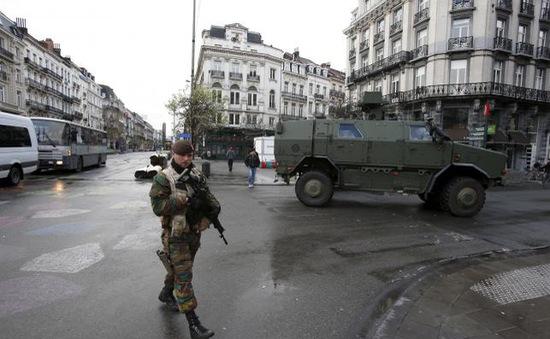 Nhiều nước châu Âu nâng mức báo động an ninh sau khủng bố ở Paris