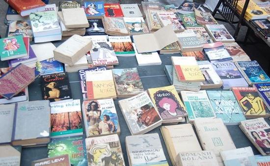 Người bán sách cũ bên bờ Nam sông Thames (Anh)