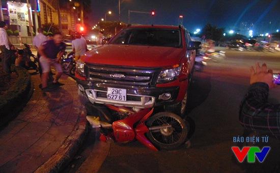 Hà Nội: Xe ô tô bất ngờ gây tai nạn liên hoàn