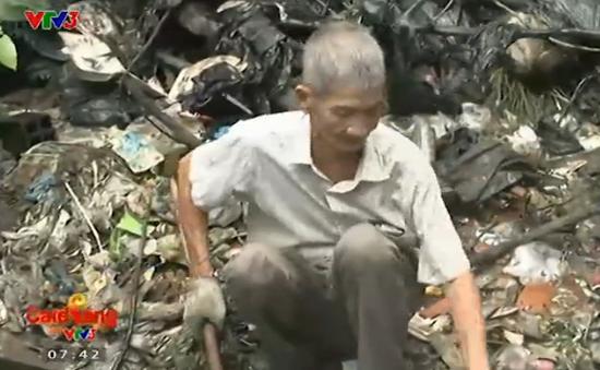 Cụ ông hơn 30 năm vớt rác không công
