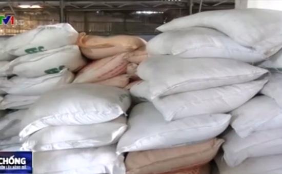 Bắt giữ hơn 800 bao đường cát nhập lậu tại An Giang