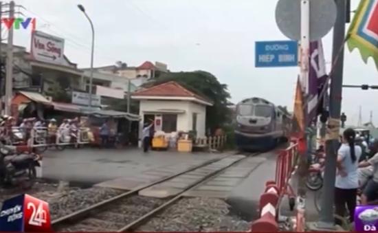 TP.HCM: Tai nạn rình rập tại đường ngang qua đường sắt